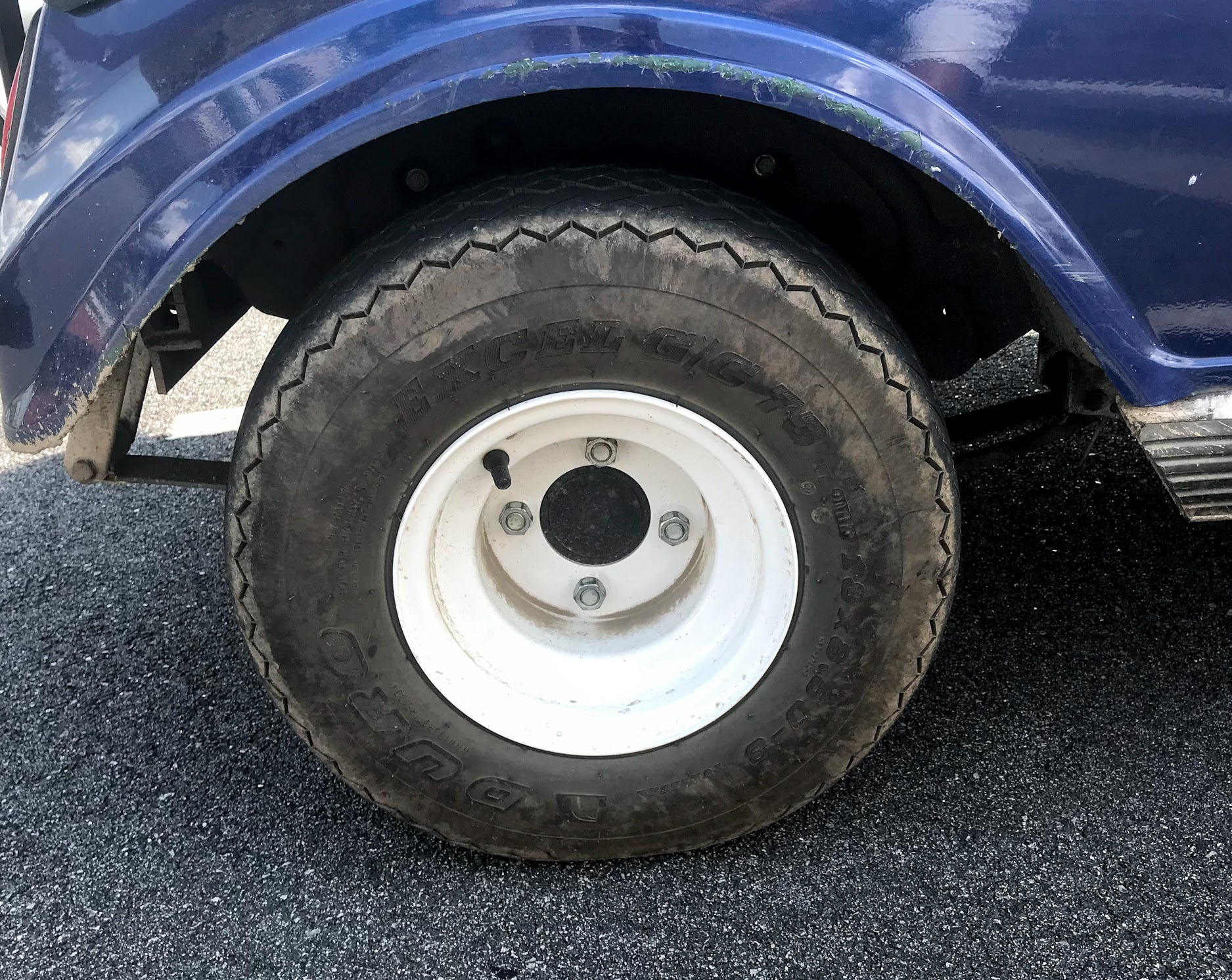 golf cart wheel with no hub cap